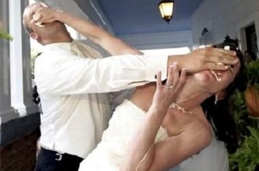 Работники загса научились женить ссорящихся молодоженов