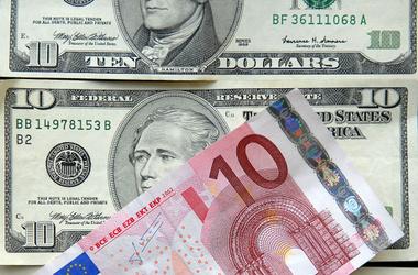 Во сколько меняется курс доллара